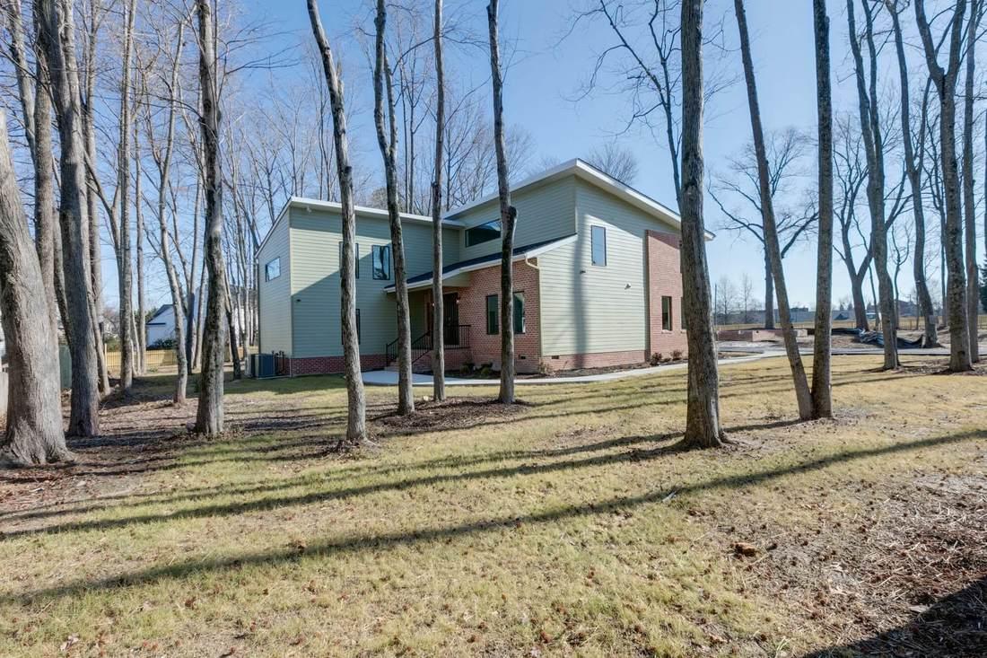 23-Residence-having-lot-of-natural-trees-on-site-1100x733.jpg